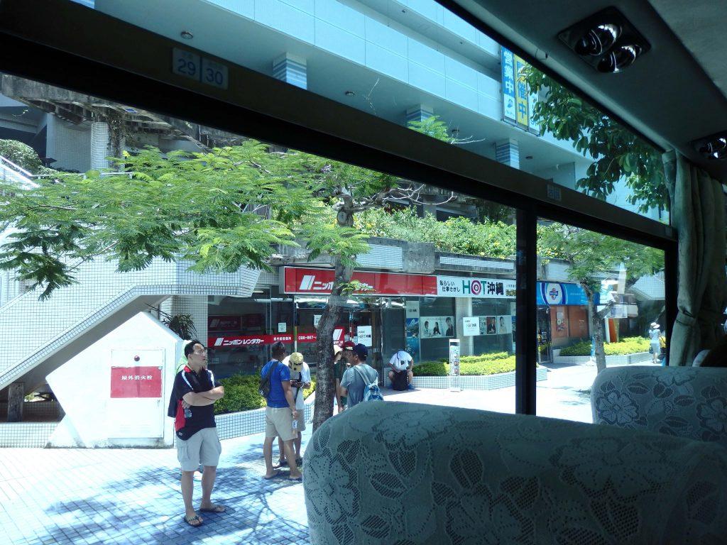 バスに乗車ーうたの日コンサート