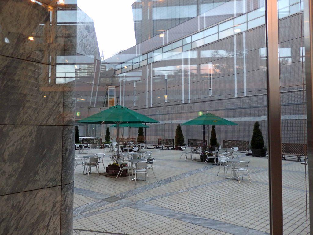 札幌コンサートホール Kitara 中庭テラス