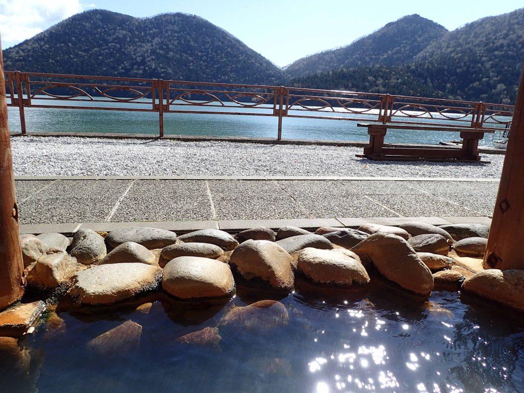 足湯からの然別湖の眺め