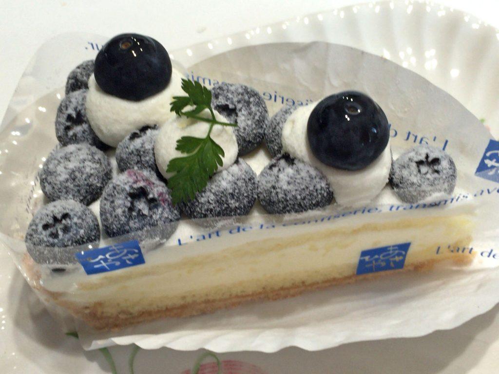 ブルーベリーのチーズケーキ?