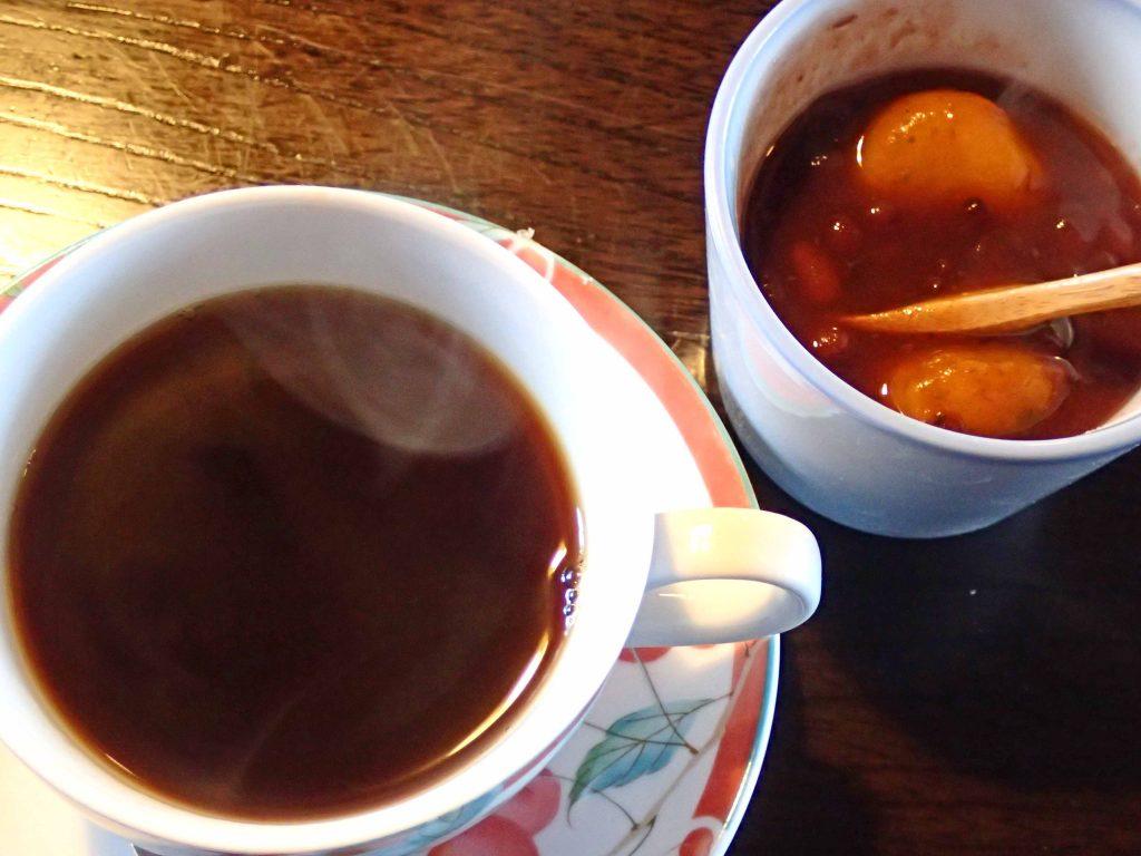 コーヒーとかぼちゃ団子のお汁粉