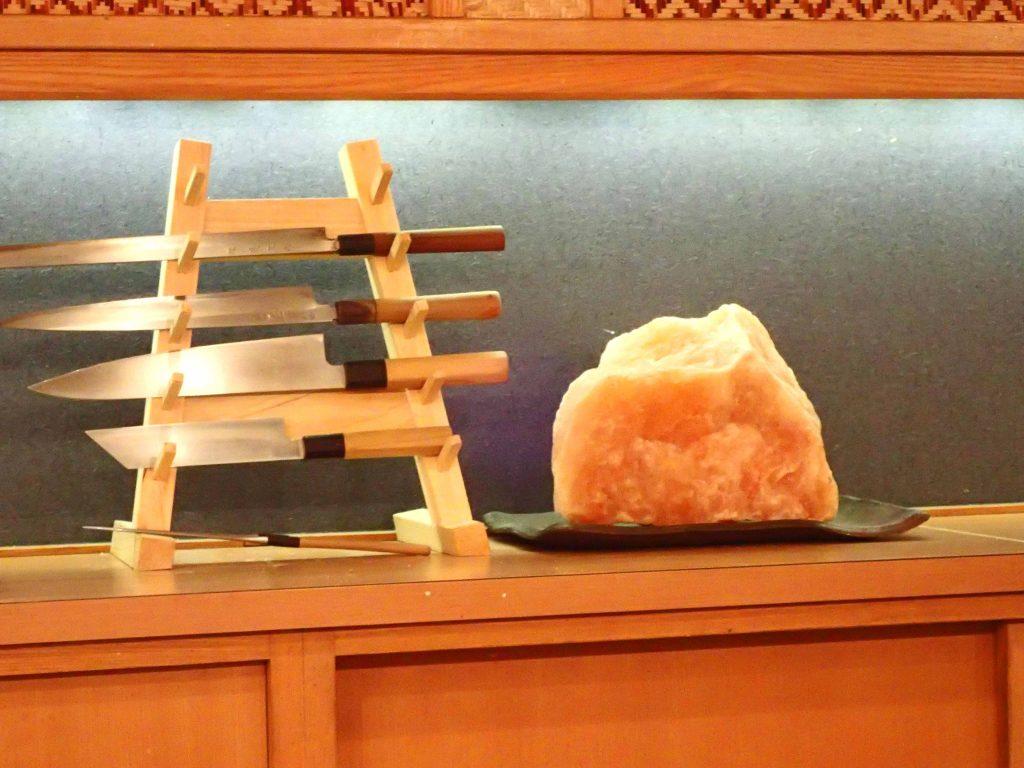 包丁と岩塩