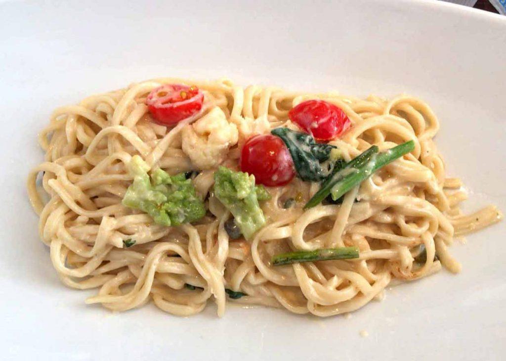ズワイガニと野菜のクリームソース