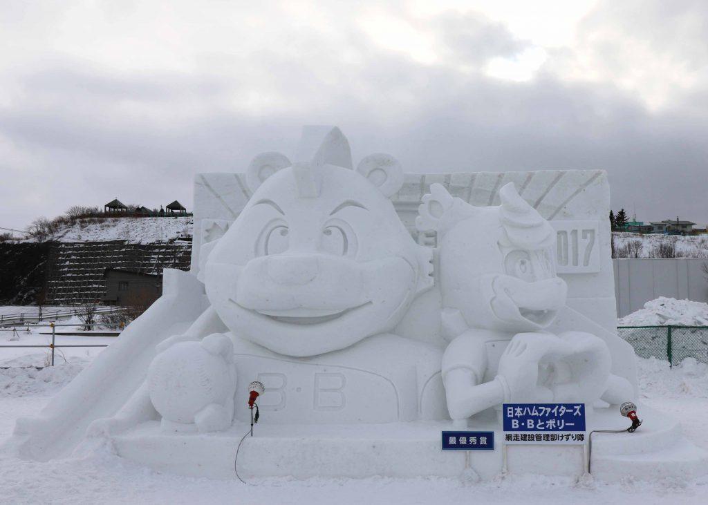 雪像:日本ハムファイターズ B・Bとポリー