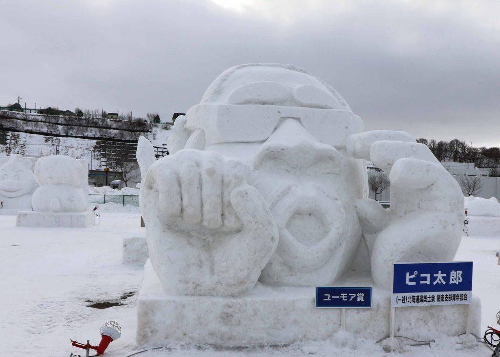 雪像:ピコ太郎