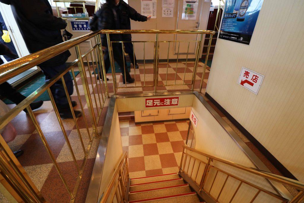 1階に降りる階段