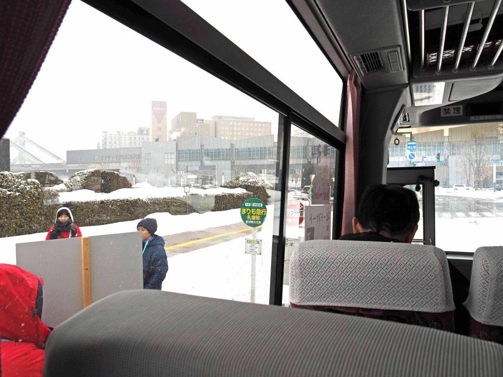 シャトルバスの中