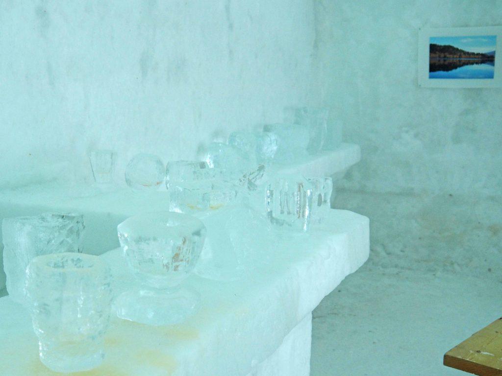 氷のコップ