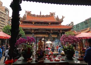 龍山寺・中殿