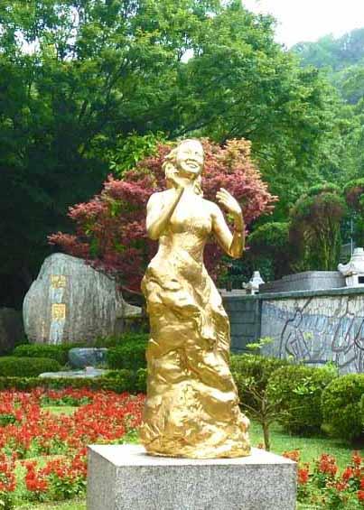 【二度目の台湾】 鄧麗君紀念公園でテレサ・テンのお墓参り♪ ~四日目と五日目~
